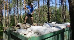 Спортсмены проверили субботник в лесу у деревни Печки