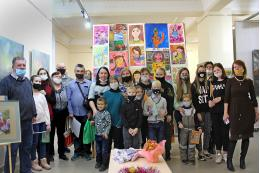 В День матери в Пскове открылись выставки, посвященные мамам и особым детям